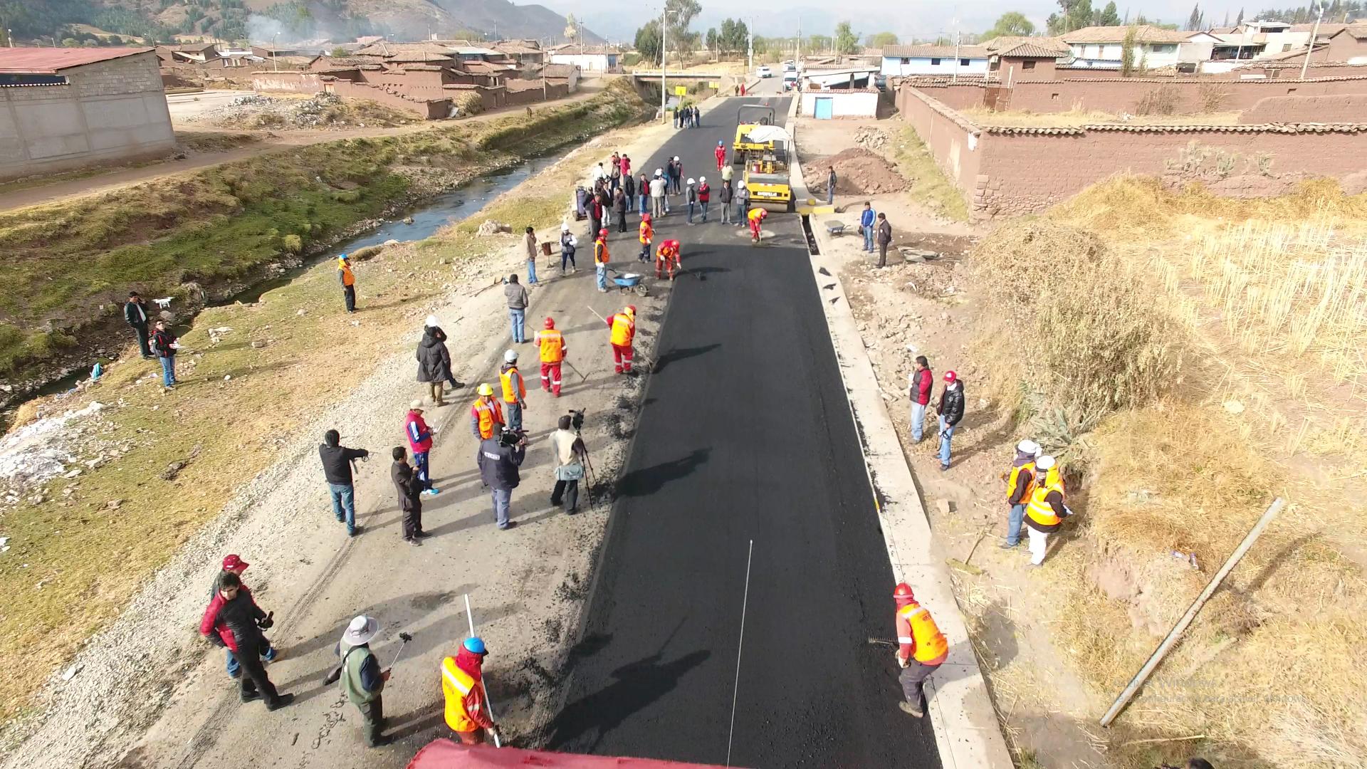 El Presidente Regional del Cusco, Ing. Edwin Licona Licona en el marco de una visita guiada a periodistas de medios de comunicación locales, regionales y nacionales a los distintos proyectos que ejecuta la entidad regional, inspeccionó, también la obra Mejoramie