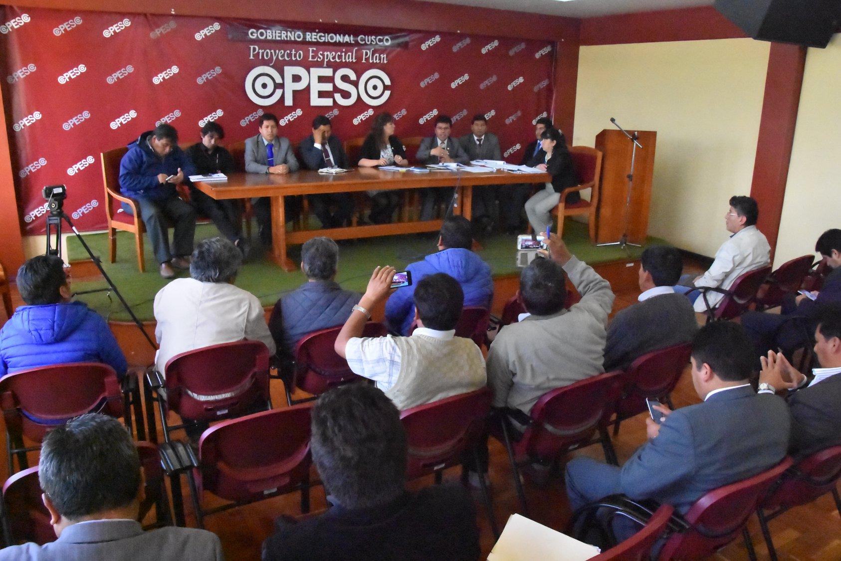 En cumplimiento a los acuerdos asumidos con las principales autoridades de la región Cusco, hoy en horas de la mañana se reunieron las diferentes autoridades, funcionarios y dirigentes de la Avenida Evitamiento, en las instalaciones del Plan COPESCO, con la finalidad de tomar acciones para evitar accidentes de tránsito en la zona.